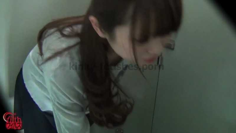 Porn online FF-120 | Women leakaing and pissing in front of the unopenable toilet! javfetish